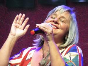 Titina-Pereira-Singing